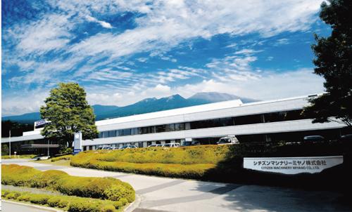 雄大な浅間山の麓にある軽井沢本社