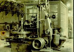 1918(大正7)年 40吋ホブ盤の試作完成