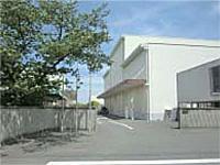 初夏の信太山工場正門風景